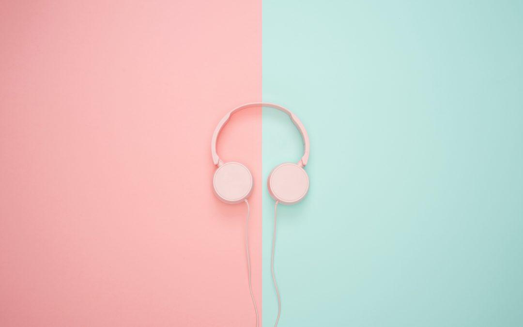 Découvrir nos humoristes autrement grâce aux podcasts